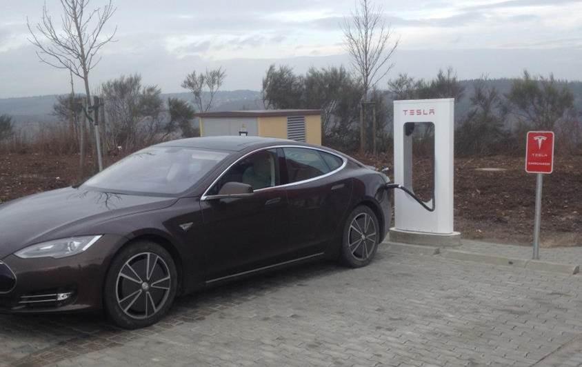 Tesla Supercharger Wilnsdorf 1